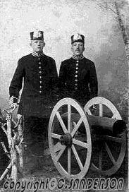 CHARLS BERG (KARL ERIK BERGLUND) TILL VÄNSTER SOM MILITÄR charles-berg-to the left--militar CLARENCES SADERSONS KORT